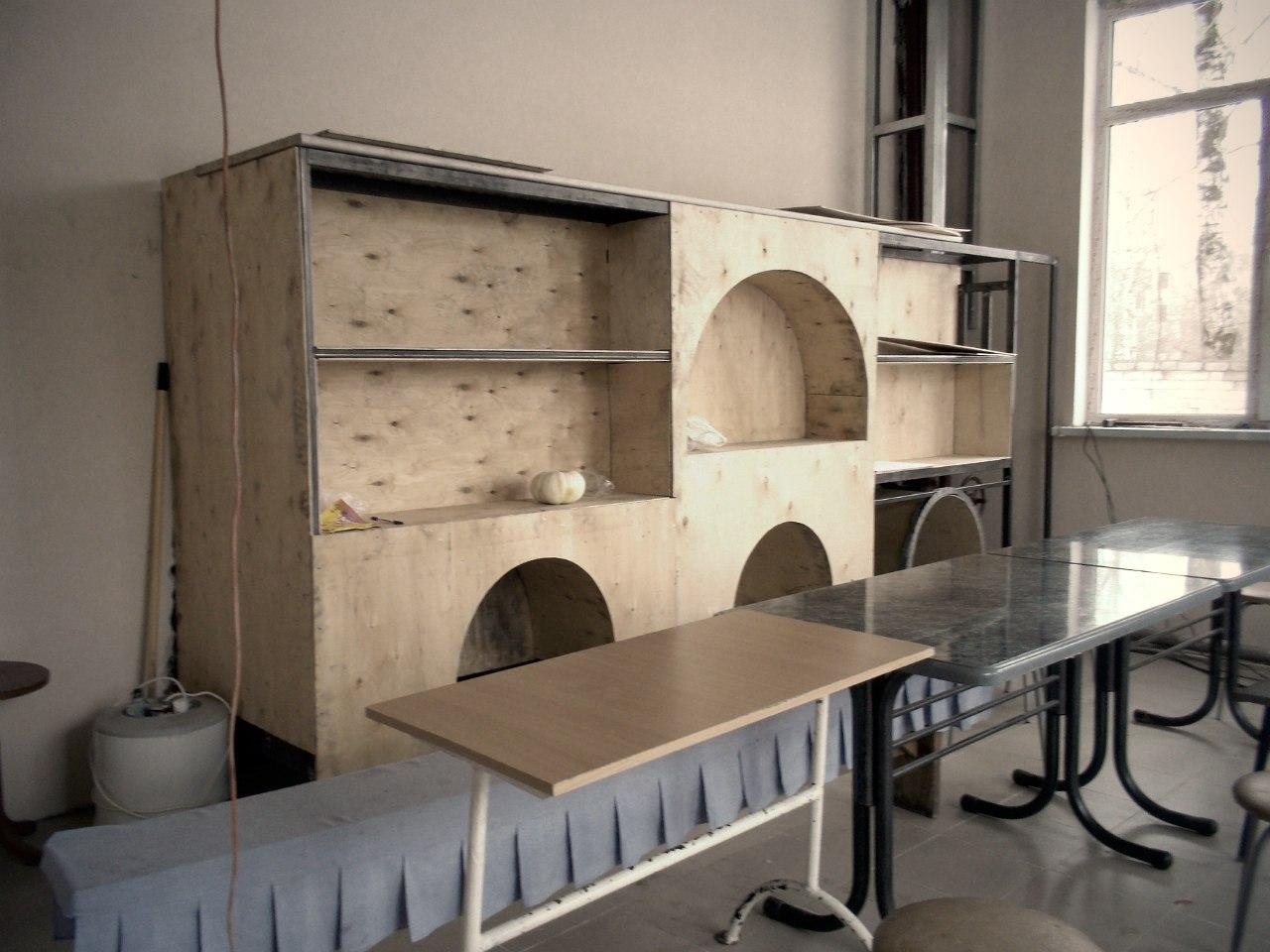 Красиво будет задекорировано отопительное оборудование! (трапезная старого здания часовни).