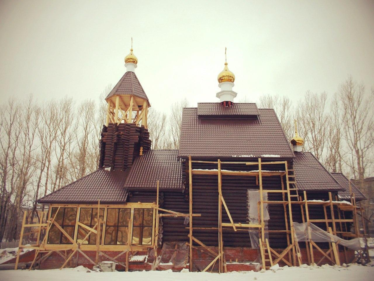 Вид на храм со стороны бывшей часовни