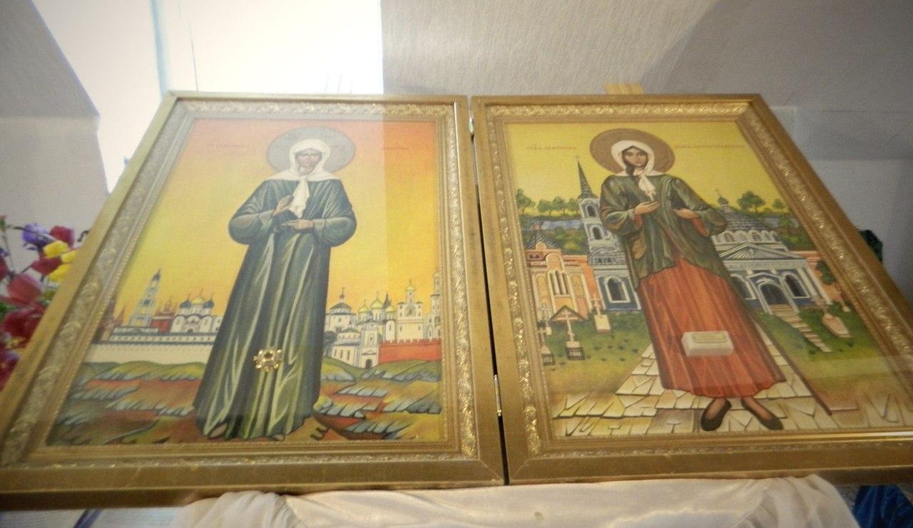 Иконы с частицами мощей Ксении Петербургской и Матроны Московской