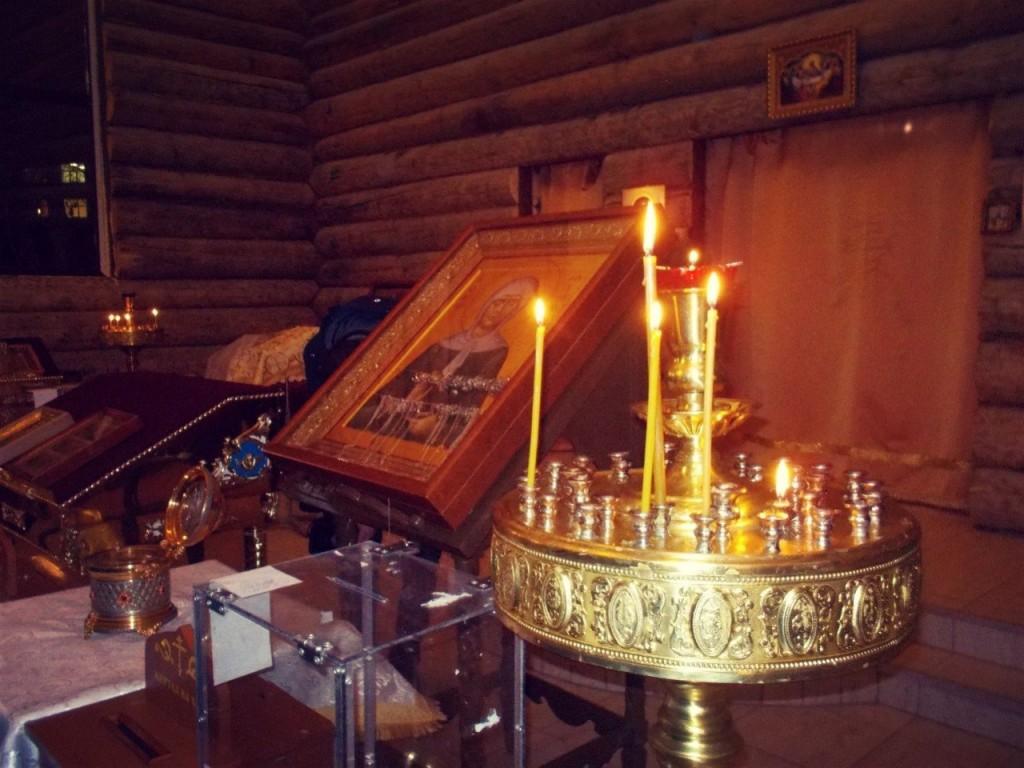 Икона и ковчежец с часицей мощей Матроны Московской